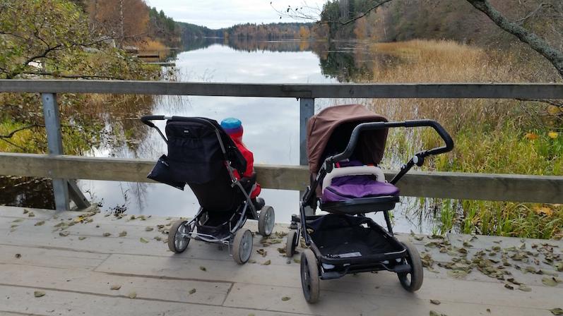 barnvagnar på bron