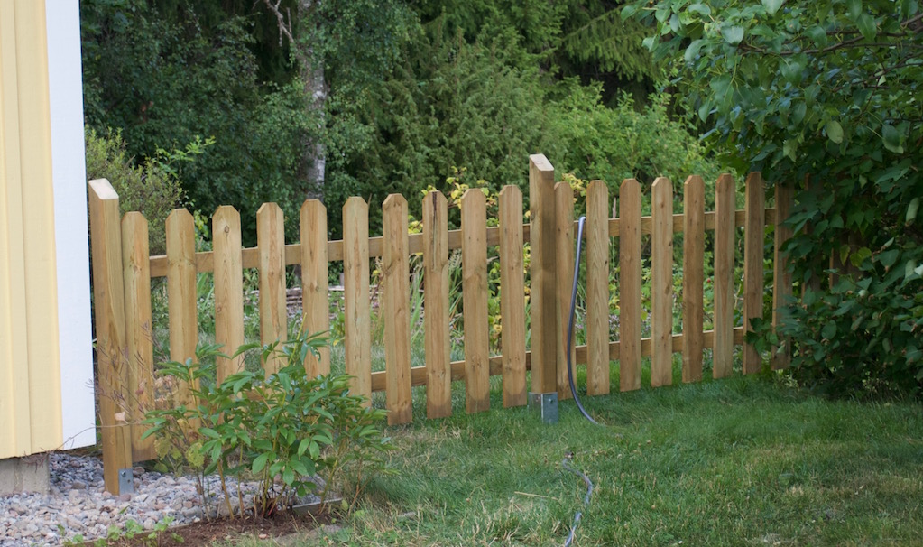 staketbygge i trädgården 2