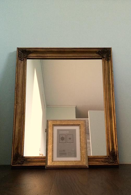 spegel och ram i guld