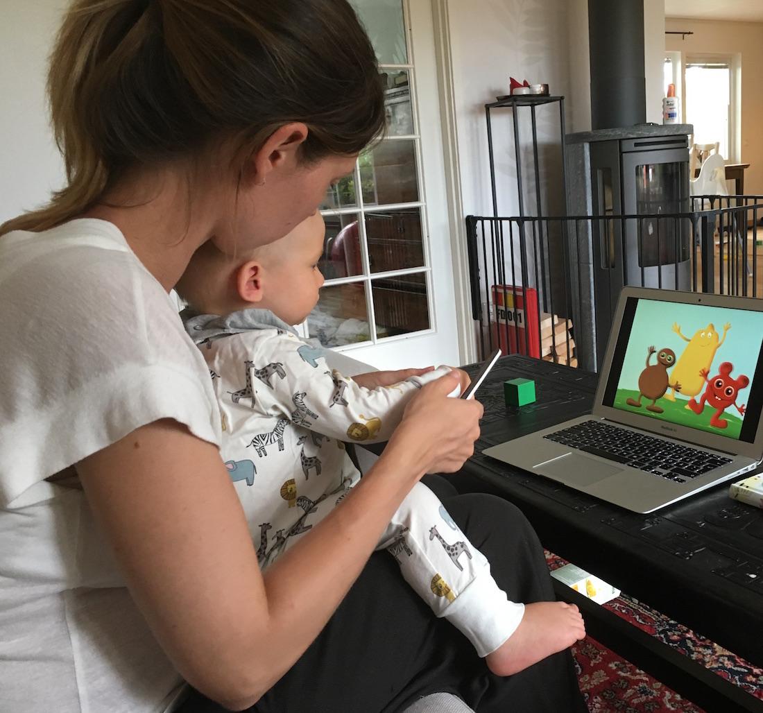 Hur man klipper klorna på en ettåring