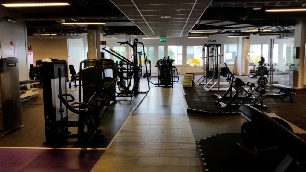 ensam på gymmet