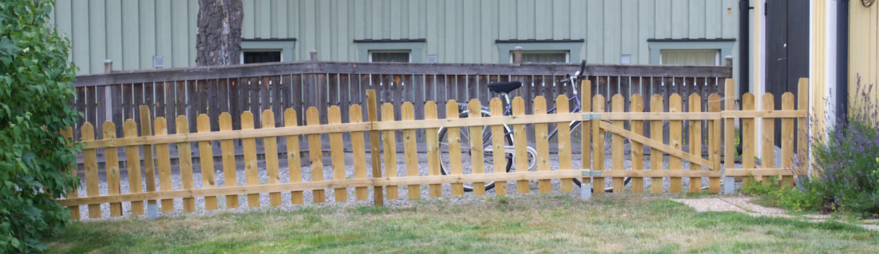 staketbygge i trädgården
