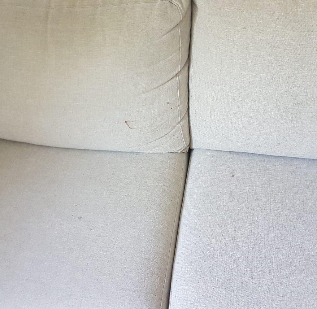 pojkarnas första hyss i soffan