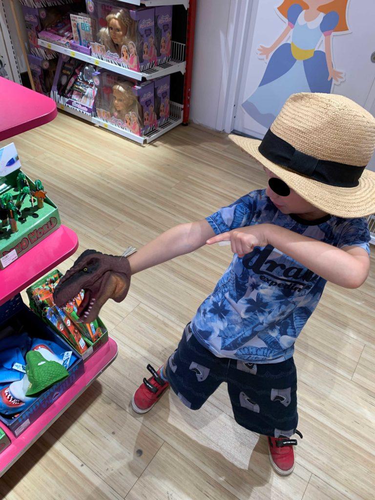 Simon i leksaksaffär